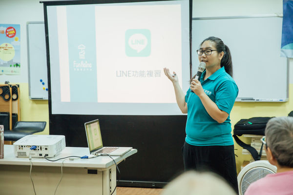 Lin Chen teaches seniors how to use smartphones