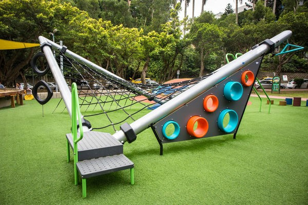 Wanfang No. 4 Park. The climbing structure helps develop children's muscle coordination. The various play structures help inspire the children's unlimited potentials.